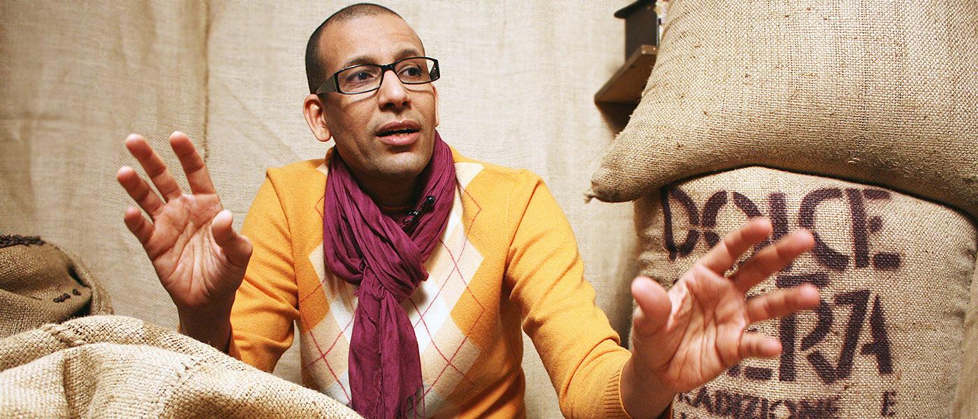 Sherif Abdala langa saci de cafea